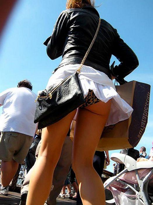 порно на телефон под юбкай